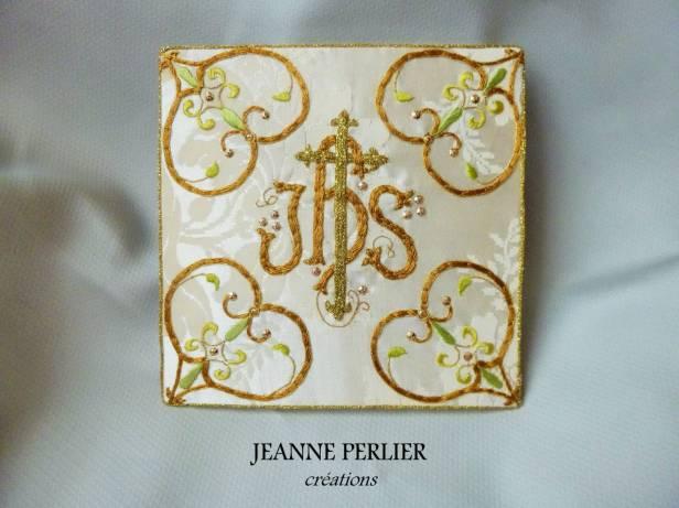 jeanne-perlier-ihs-ambre-et-vert-face