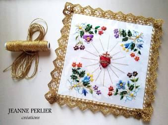 JEANNE PERLIER 2018 - Visitandine version fleurs bleues, L